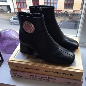 Sorte støvler fra Topshop, meget behagelige at gå i, størrelse 39