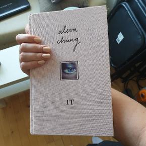 """Alexa Chungs bog """"It"""" på engelsk. I super god stand, og sælges udelukkende, fordi jeg har læst den. Byd."""