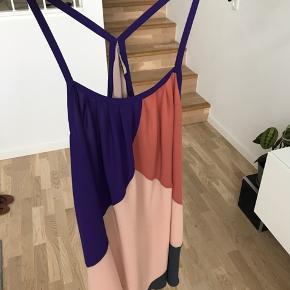 Kjole/top fra Second Female. Brystmål: 110cm.
