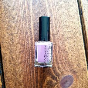 Helt ny og ubrugt lilla neglelak fra Nilens Jord Farven  hedder Muave 668 NP var 110 kr