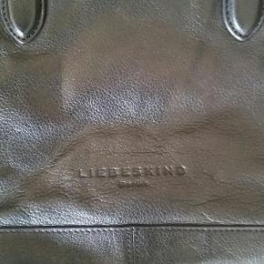 Lækker taske fra Liebeskind  Bredde 34 cm Højde 24 cm Hanke 50 cm  #30dayssellout