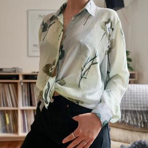 Smuk vintage skjorte, i let transparent stof.