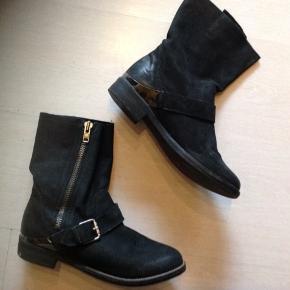 Super flotte støvler, som desværre ikke passer til mine fødder