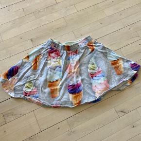 Din nederdel med isvaffel print. I rigtig god stand.  Mindstepris kr 75+