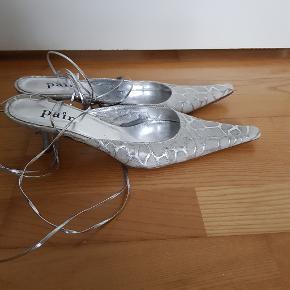Apair heels