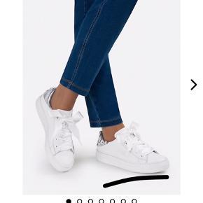 Helt nye Sneakers. Fejlkøb. Kun prøvet på. Lækker kvalitet! Nypris 1259 kr.