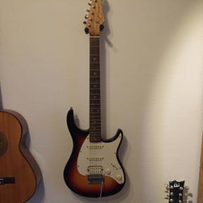 Peavey Raptor Guitar sælges, i rigtig god stand og med helt nye strenge. Den spiller godt, og har haft meget glæde af den😄
