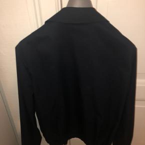 Prada jakke brugt, men i rigtig god stand