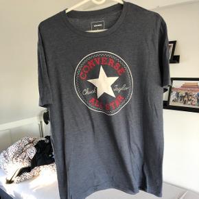Converse t-shirt, størrelse large, brugt 1-2 gange Nypris 300kr Sælges for 150kr