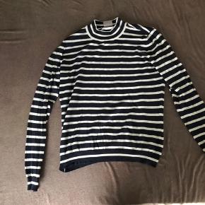 Mørkeblå strik fra vero moda med hvide striber