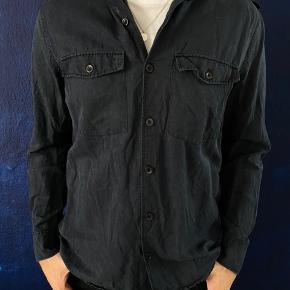 Sælger min skjorte fra Filippa K. Brugt få gange og ingen tegn på slid.
