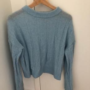 Lækker strik fra H&M studio i mohair-uld. Er brugt et par gange, men har ingen tegn på slid