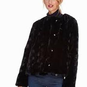 Smukkeste Faux fur fra Filippa K. Brugt få gange.  Nypris: 4.500,- DKK  BYTTER IKKE!