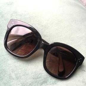 """Céline """"new audrey"""" solbriller. Nypris var 2050 kr. Købt i sunglass hut. Brugt få gange. Der følger originalt etui med."""