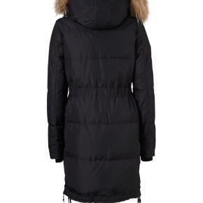 I rigtig fin stand   Ny pris: 2600kr   Ægte pels på hætten, faux fur inde i hætten