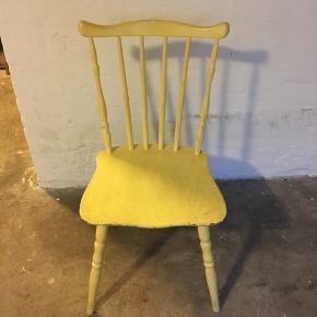 Gammel patina stol.