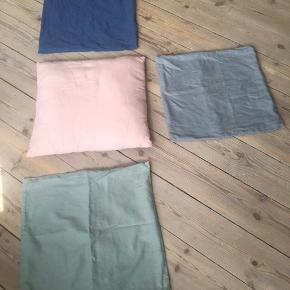 3 stk. pudebetræk, 40 x 40 cm i grøn, grå og blå farve. 20 kr stykket eller køb alle 3 stk. for 50 kr.