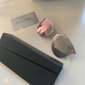 Varetype: Solbriller Størrelse: X Farve: Lyserød