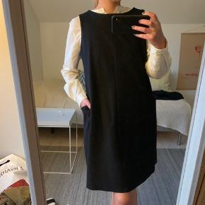 COS kjole, brugt 1 gang.  52% uld 48% bomuld Nypris var 890,- og bud modtages 🌼