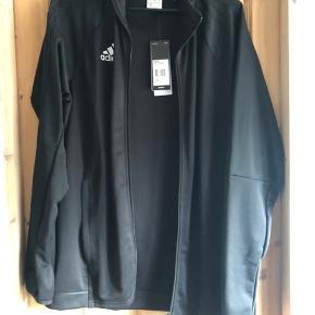 Sælger denne Adidas trænings trøje i helt sort den er aldrig brugt er åben for bud 😊