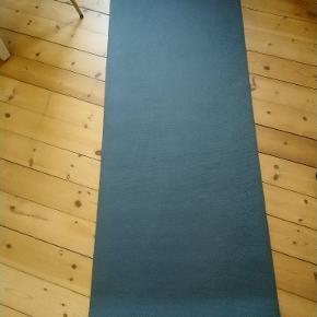 Yoga måtte mærke ukendt har 2 stk sælges for 100 kr pr stk.