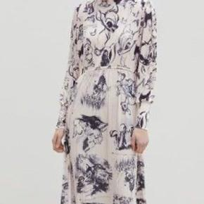 Sælger mine virkelig fine bambikjole fra Zara, som jeg desværre aldrig får brugt. Kun haft på en gang.