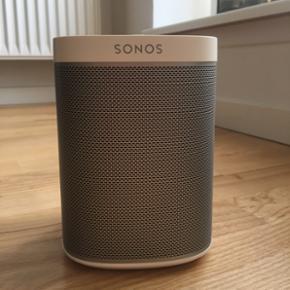 Sonos play 1 hvid højtaler med tilhørende ophæng. Mp 700