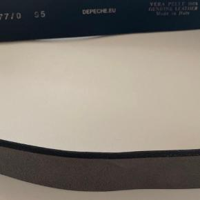 Bredde: 3,5 cm Str. 95 cm Læder