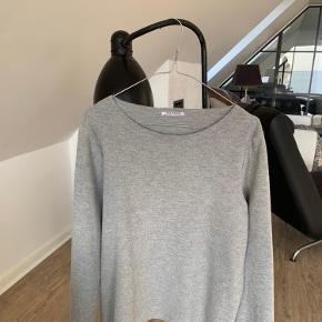 Lækker grå sweater med store ærmer😊