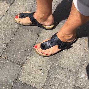 Fantastiske sandaler fra Ecco  Brugt men fejler intet  Jeg bytter ikke  Sælges for 300 kr incl Porto Jeg handler via mobilpay, og sender billigst muligt
