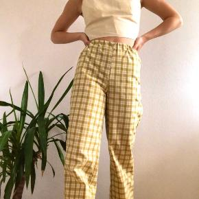 Ternede bukser. Jeg syr også bukserne i andre farver og tern🌈 Begrænset antal, først til mølle☀️ Se mere på @flysdesigneventyr