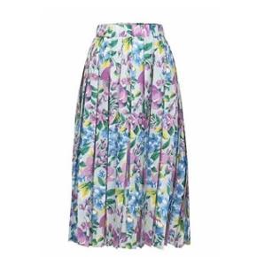 Smukkeste nederdel fra Baum und Pferdgarten. Brugt 2 gange, så den er som ny. Kom med et bud :)