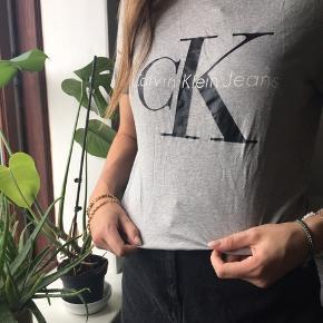Calvin Klein trøje Næsten ikke brugt Str L Køber betaler fragt