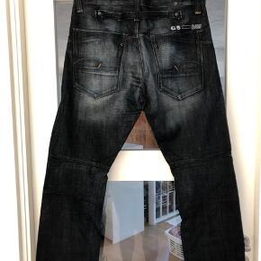 Fede jeans i fast stof i str 33/32. Aldrig brugt. Byd!