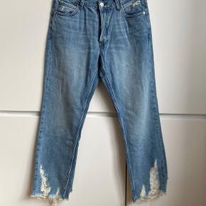 Mango organic denim collection cropped straight jeans. Frayed hems. Size 38. Very good condition, never worn.