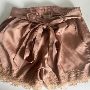 Buch shorts med bindebånd str small 🌸  Aldrig brugt kun vasket 🥰