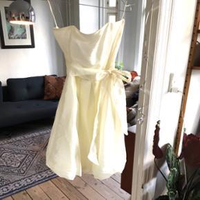 Saint Tropez helt ny kjole, nypris 400