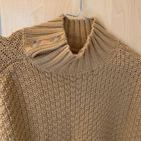 Cool DAY BIRGER ET MIKKELSEN sweater. Størrelsen er ikke oplyst, men den passer en Medimum. 💙