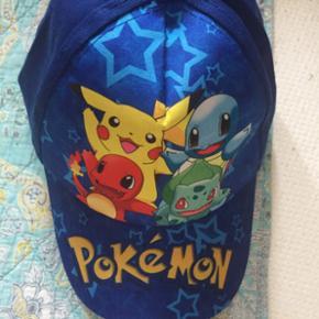 Fed hat med Pokemon figurer koster 99 kr med fragt eller kan hentes i Herning for 80 kr