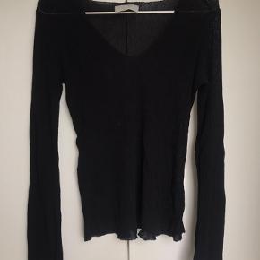 Super fin trøje fra neo noir i str. M - passes også af str. S og L, da stoffet er elastisk. Brugt 1 gang.