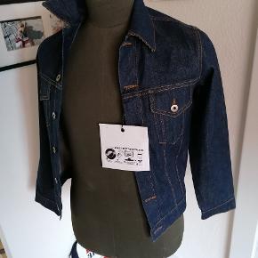Lækker jakke fra April 77 sælges billigt.