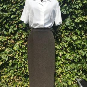 Sæt fra Gerry Weber i str 40 - jakke og nederdel sælges som sæt, skjorte for sig.  Kom med et bud, kan hentes i Lyngby eller sendes på købers regning 🌸