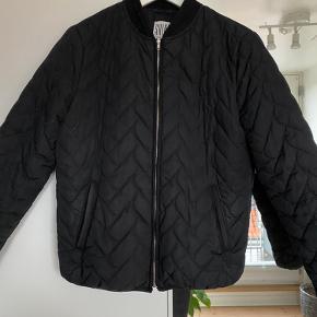 Smart kort jakke. Nypris: 800.