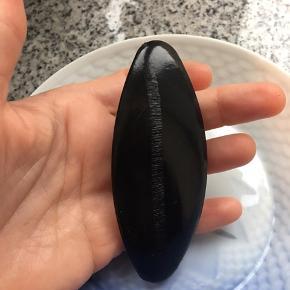 Virkelig fint åleskinds hårspænde, eneste tegn på brug/ slid er bagpå (se billede)  Sælges da jeg ikke får det brugt og holder Flyttesalg