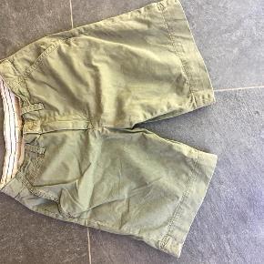Varetype: Bermuda Størrelse: 30 Farve: sand Prisen angivet er inklusiv forsendelse.  Klassiske bermuda shorts fra Ralph Lauren som er rigtig flotte i str 30   BYTTER IKKE