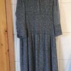 Elm kjole brugt få gange. Sort tilhørende Underkjole medfølger Nypris 1500 kr