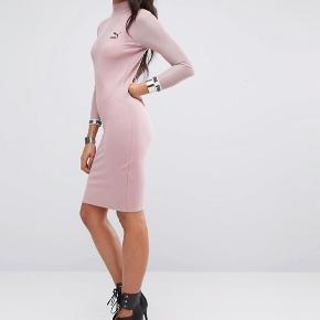 Sælger den smukke og fede kjole fra Puma. Den er helt ny.