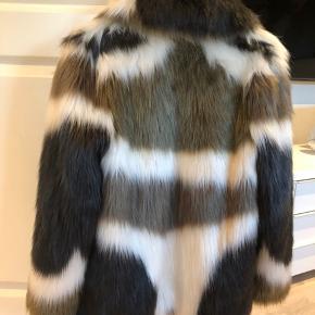 Super lækker pels i mærket circle of trust Kun prøvet på i forbindelse med en fotografering  Som ny  Nypris kr 1.300,-
