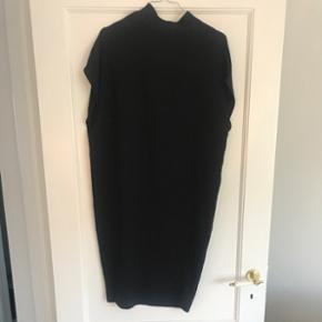 Sort Pieces kjole