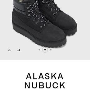 ALASKA NUBUCK BLACK støvler fra läst. Helt nye, endnu ikke taget ud af æsken.  Np: 1800kr  Mp: 1600kr
